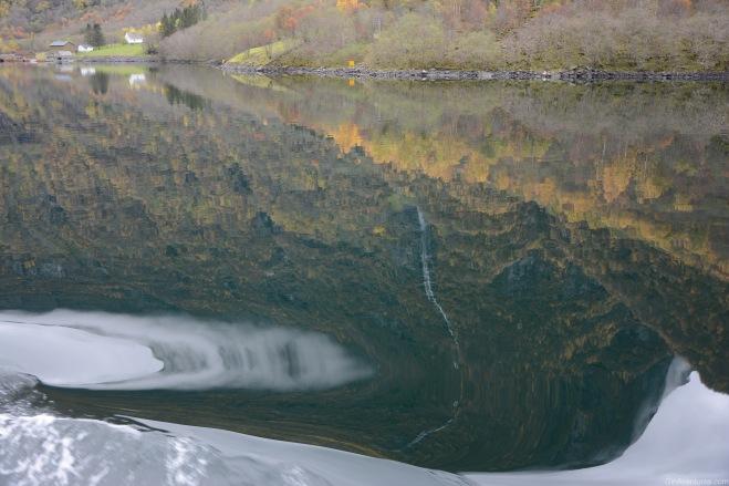 Reflejos en el Nærøyfjord