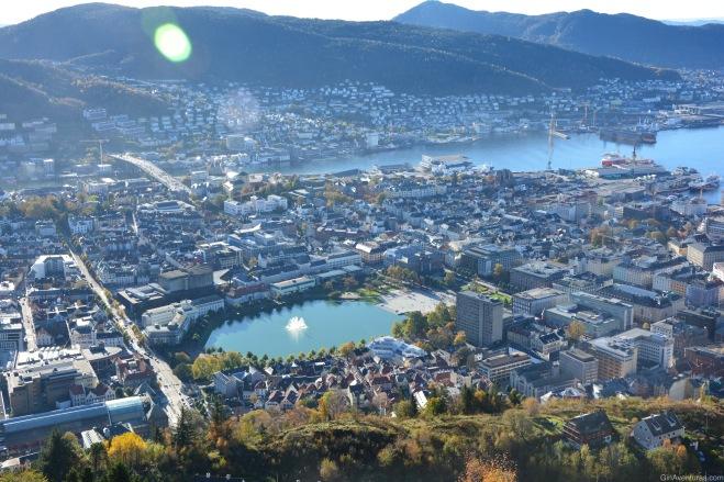 La ciudad de Bergen desde lo alto de Fløyen