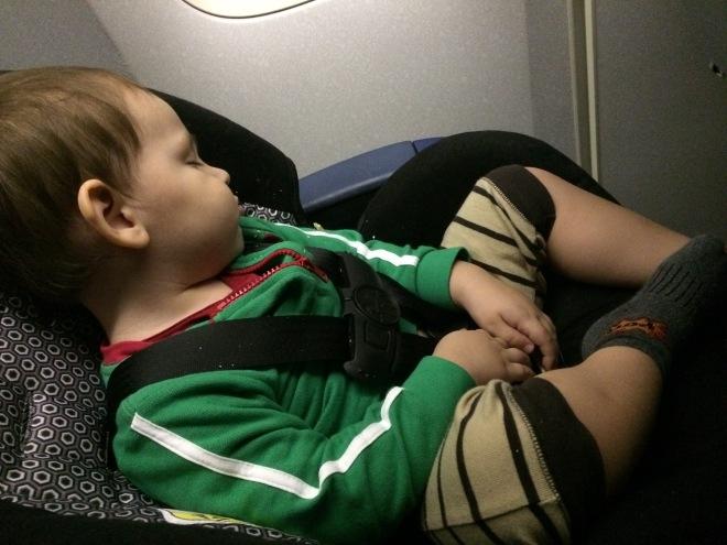 Un niño dormido es una bendición para toda la tripulación y los pasajeros de un avión