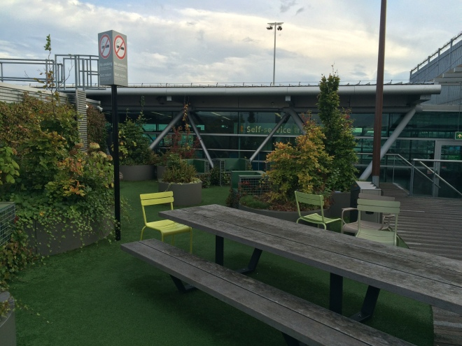 Area al aire libre del aeropuerto de Amsterdam