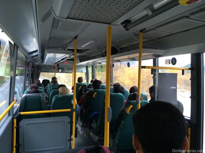 El autobús estaba lleno aún en Octubre