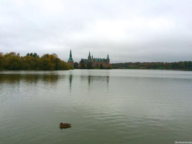 Frederiskborg desde el lago