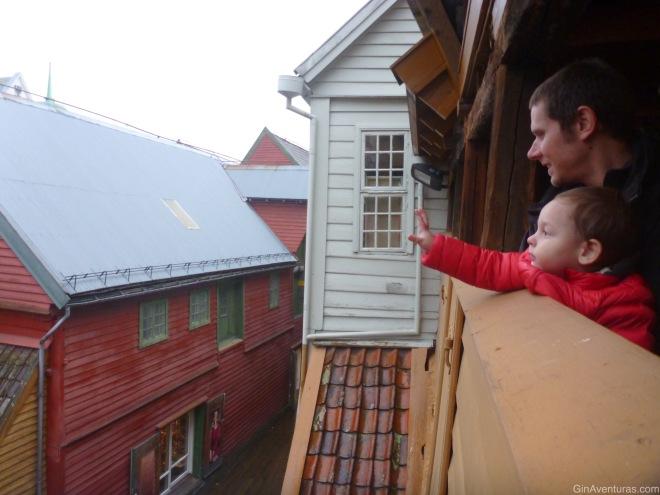 Copito saludando en lo alto de Bryggen