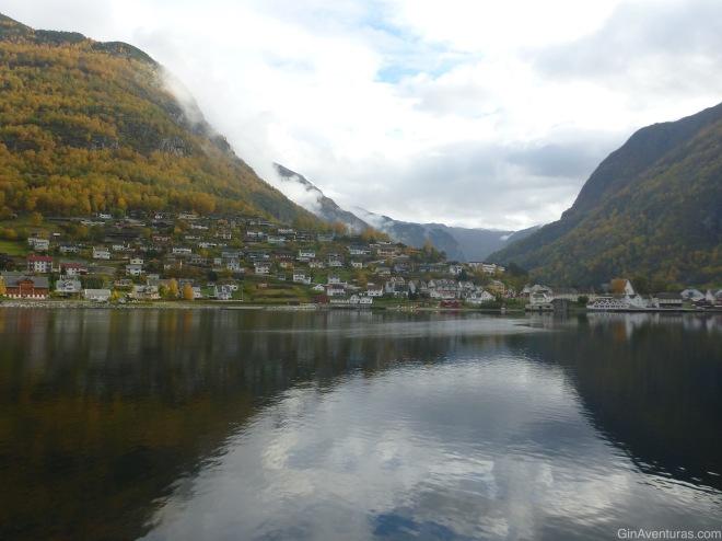 Población en el litoral del Nærøyfjord