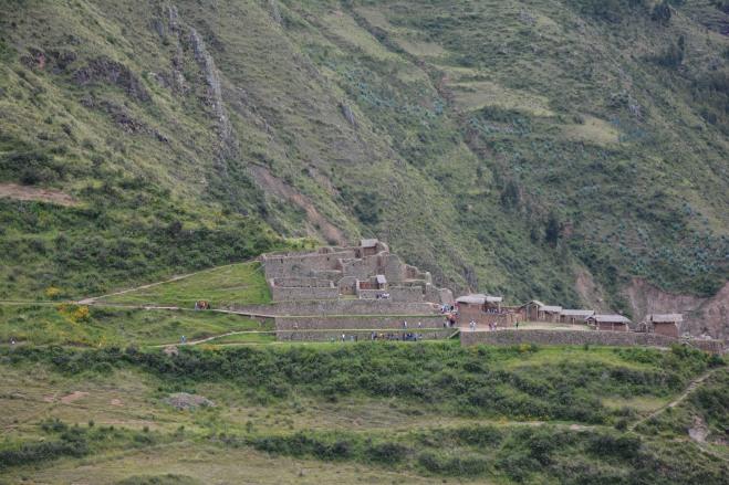 El sitio arqueológico desde el mirador