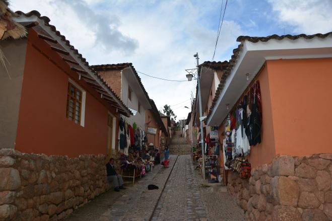 Típica calle de Chinchero