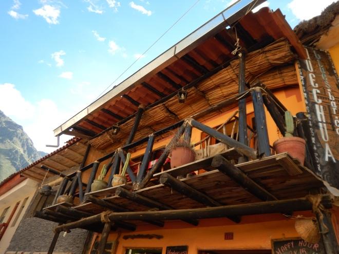 Balcones curiosos en Ollantaytambo