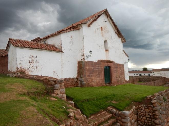 Iglesia de Chinchero construida sobre los cimientos del antiguo asentamiento inca