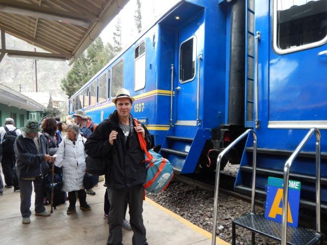 Listo para abordar el tren Vistadome a Machu Picchu pueblo