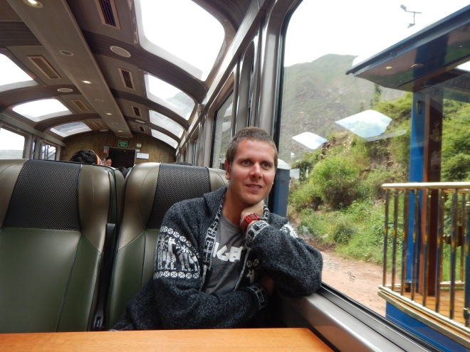 Mr. Viking en el tren Vista Dome con destino a Machu Picchu pueblo