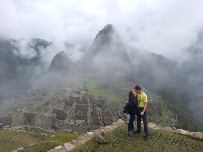 Beso en Machu Picchu