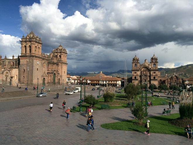 Vista de la Plaza de Armas desde uno de muchos restaurantes con balcón
