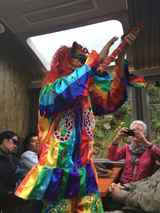Danzante en el tren a Cusco