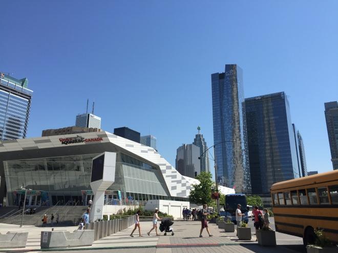 El Ripley's Aquarium y al fondo el hotel Delta Toronto