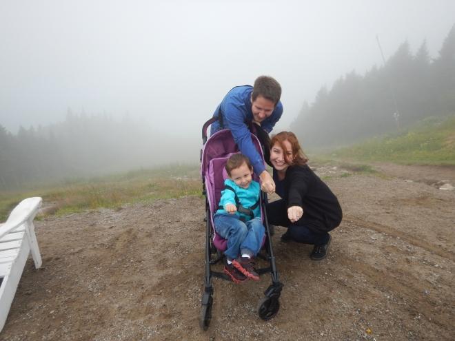 Yucafamily en la cima de la montaña nublada