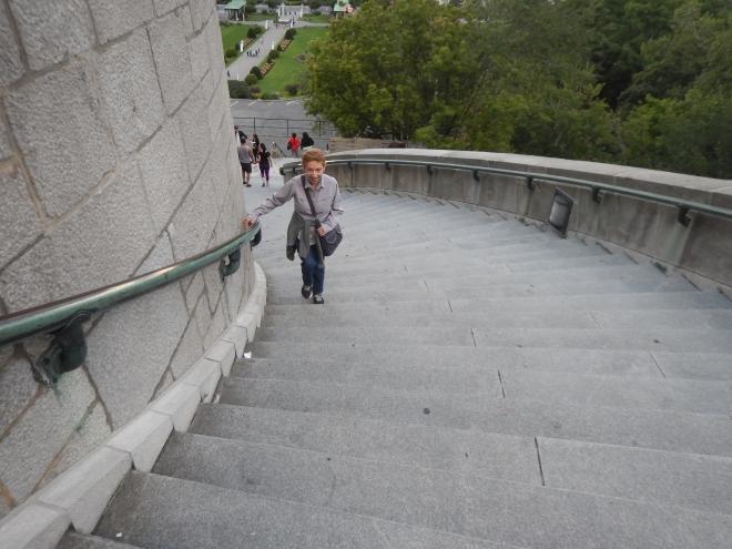 ¡Abuela Clos subiendo más escaleras!