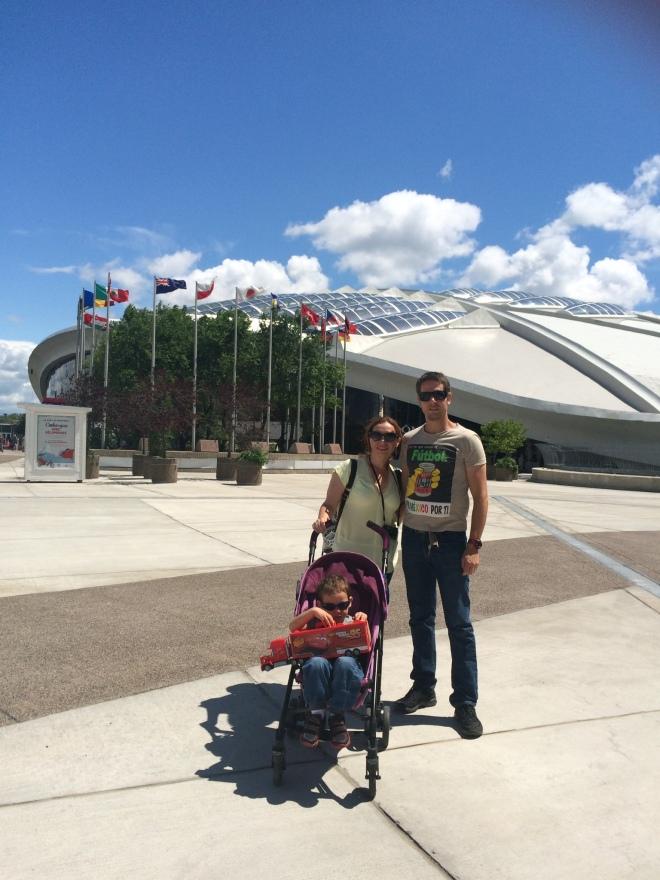 Yucafamily en el Olympic Park con todo y el inmenso MACK