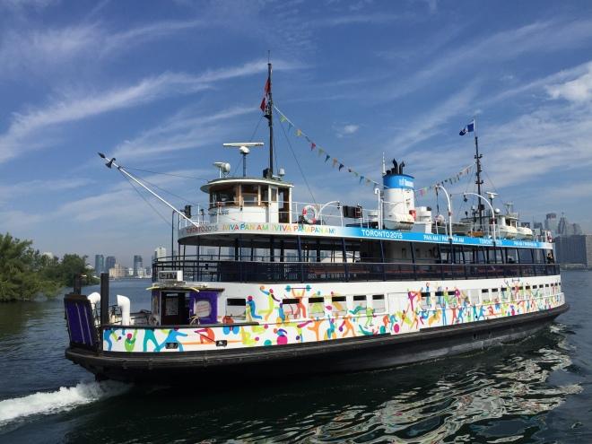 El ferry decorado con motivo de los Juegos Panamericanos